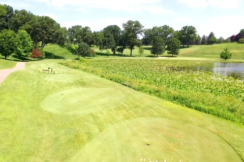 Practice Your Long and Short Game at a Country Club Golf Course